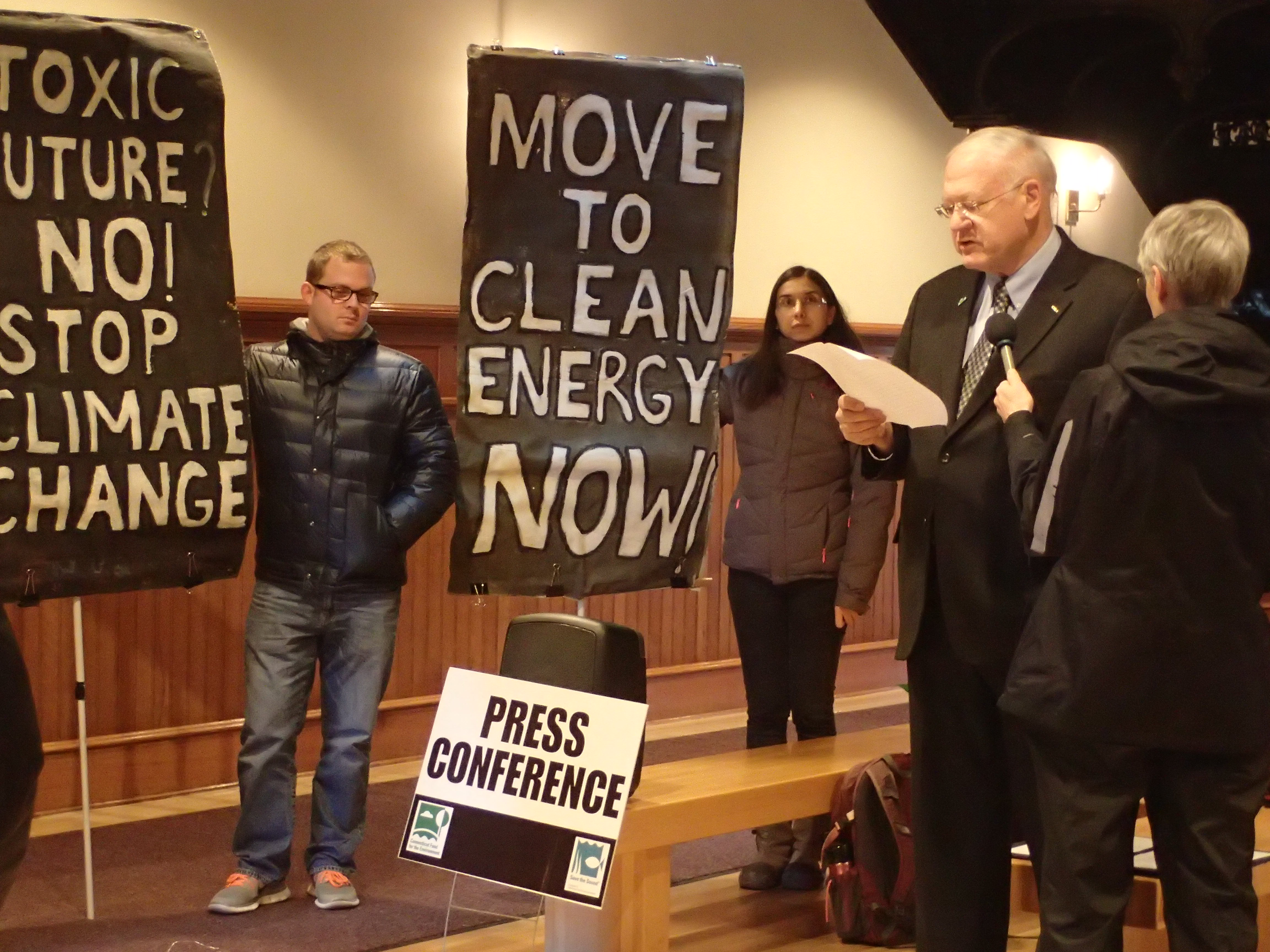 Lee Grannis, coordinator of the Greater New Haven Clean Cities Coalition, calls on New Haven's Mayor Toni Harp to update the city's decade-old climate action plan